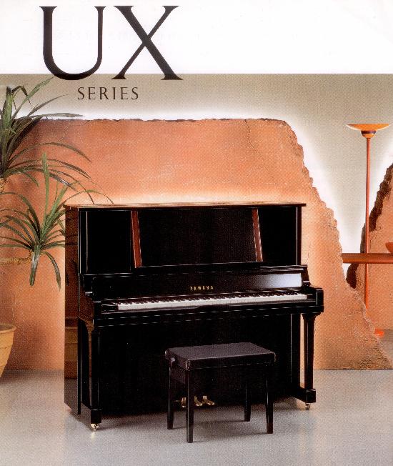 YAMAHA UX300 มีรูปลักษณ์ภายนอกที่ดูหรูหรา สวยงาน และมี Music Desk ขนาดใหญ่
